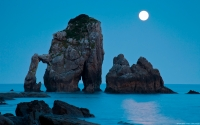 Collection\Msft\Landscapes: Moonset-over-Bay-of-Biscay-Spain